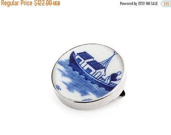 ON SALE Blue brooch, Willow Recycled China, Broken China Jewelry, Old porcelain pin, willow brooches