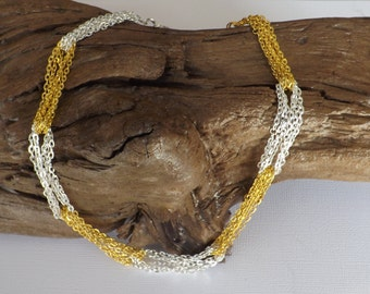 Cable chain loop necklace
