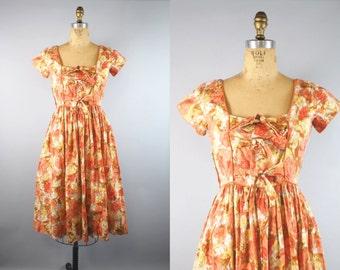 1950s Floral Dress / 50s Dress / Cotton Floral Dress
