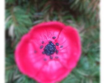 Small poppy sparkly brooch
