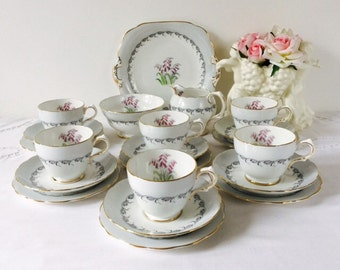 Grosvenor China 21 Piece Tea Set, Staffordshire, 1950s.