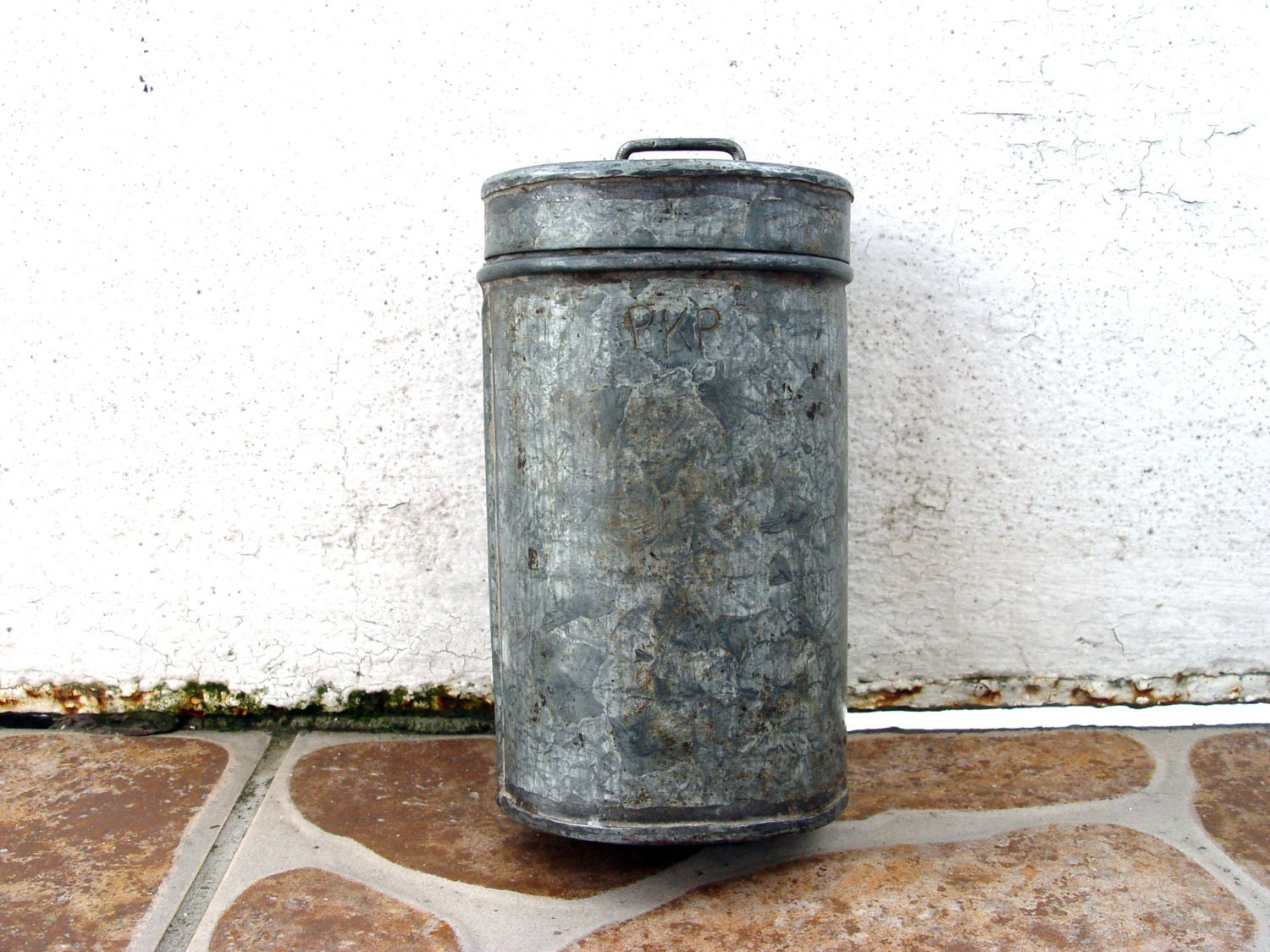 antique metal container old tin old locomotives