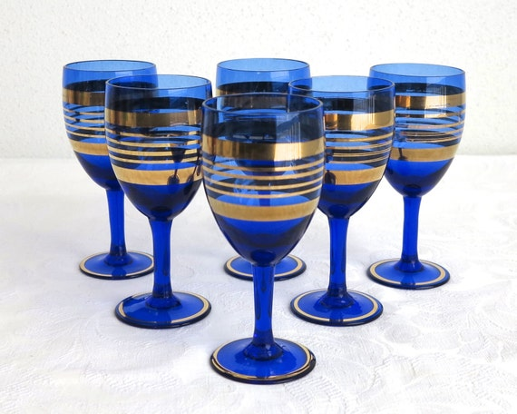 6 mid 20th century cobalt blue small wine glasses with bands of gold, stemmed glasses, aperitif / liqueur / cordial / sherry