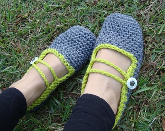 Women's crochet slipper shoes in Mary Jane style with button