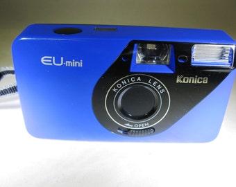 Nice Vintage Konica EU-mini Lomography 35mm camera Blue 28mm Konica Lens with Konica Case