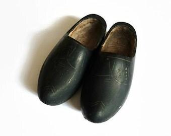Dutch wooden shoes, wooden shoes, Dutch shoes, Dutch clumps, Dutch clogs, wooden clogs, black clumps, black wooden shoes, black clogs