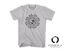 TRI'MASTE Triathlete Triathlon Tshirt Om Mandala Symbol - Spirituality Fire, Water, Air, Earth Spiritual Triathlon Design Mens T-Shirt