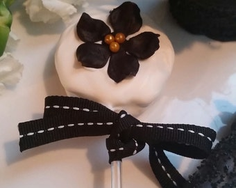 Chanel inspired chocolate covered desserts, Chanel chocolate oreo pops, black and white chocolate covered oreos and pretzels, rice Krispy