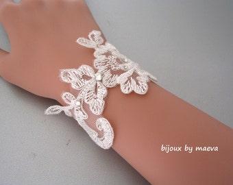 bridal bracelet ivory lace and rhinestones