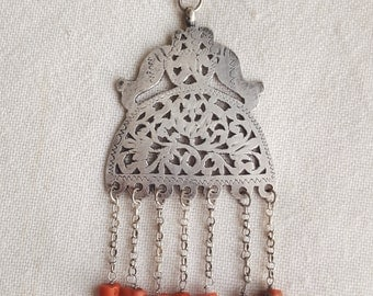 old tunisian necklace with corals