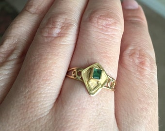Vintagel 18K solid gold ring with Colombian emerald Sz 8