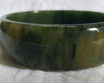 Vintage marbled green BAKELITE bangle bracelet
