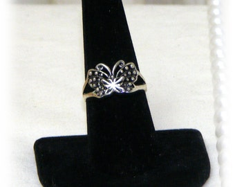 CUTE SILVER Butterfly Ring . . size 8 . . tibetin silver    (Ladies Ring)