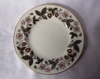 "Wedgwood 'Strawberry Hill' China Side Plate - 'Clematis' 15cms (6"")"