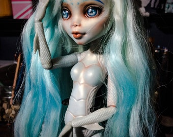 Monster High Repaint / Faceup service