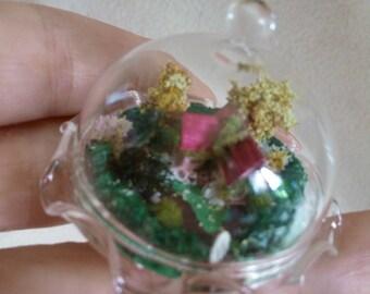 Dollhouse miniature garden in a 1:12 glass Bell