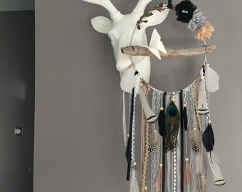 Dream catcher in crocheted lace, colour black, gray and taupe