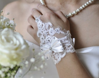 Bridal Gloves short - white: top and loop, gloves, Bridal, accessories