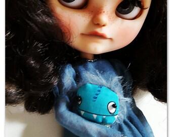Cute tiny pocket monster and shoulder bag for your lovely Blythe or similar dolls