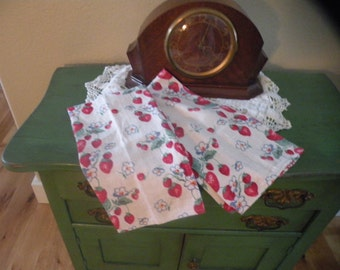 1940s Vintage Set of Two Dishtowels.Strawberry Flowers