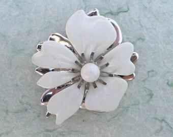 Sarah Coventry White Enamel Flower Brooch AB657