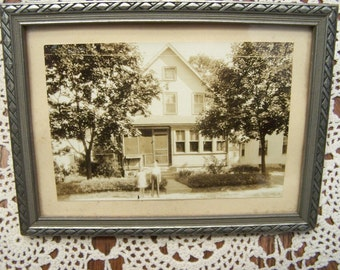 Vintage 5x7 frame with photo