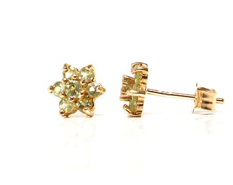 Solid 9ct Gold Peridot cluster stud earrings S2031