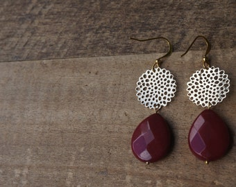 Earrings with drop-shaped pendants of Red jade