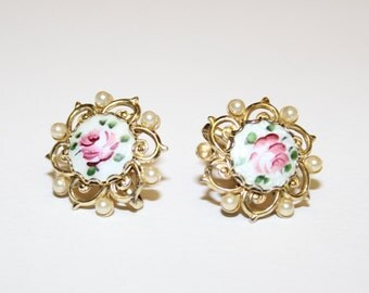 FREE SHIPPING vintage clip on earrings really pretty