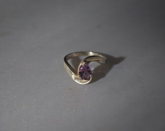Sterling silver ring size 7 with amethyst