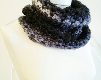 Neck warmer for her/for him. Black and grey shades.