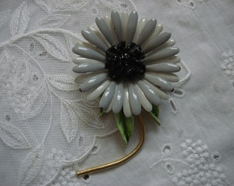 1960's Flower Power Pin, Changeable, Pale Grey & White Daisy
