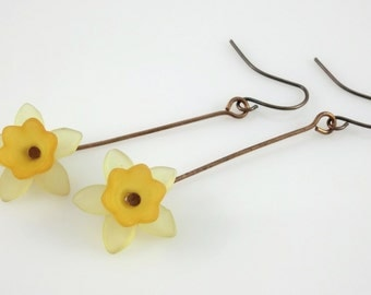 Antique Copper Yellow and Orange Lucite Flower Lightweight Daffodil Earrings