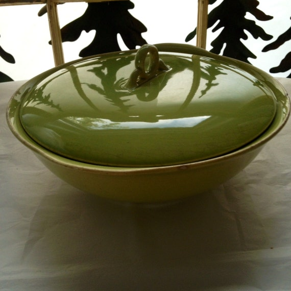 ceramic bowl with lid pea green serving bowl by digginfortreasure. Black Bedroom Furniture Sets. Home Design Ideas