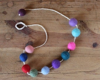 Necklace of yarn of cotton and felt balls.