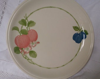 Coloroll cake plate from the 1980s, decorated with peaches and plums.