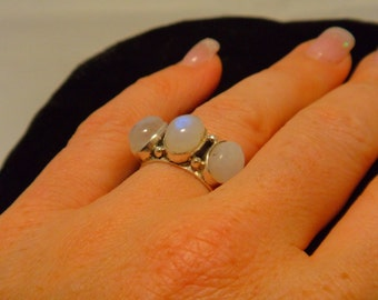 MOONSTONE RING SIZE 7 Sterling Silver