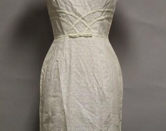 Vintage VICKY VAUGHN Dress Size S White Cap Sleeve Cotton Knee Length 1947-64