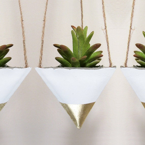 Succulent planter concrete planter hanging by timberlinestudio for Geometric air plant holder