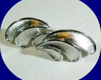 Vintage Trifari ClipOn Earrings in Silver Tone