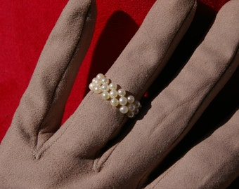 Ring / ring of small white cultured pearls