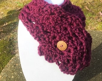 Buttoned Shell Stitch Crochet Wool Cowl-Chunky Capelet