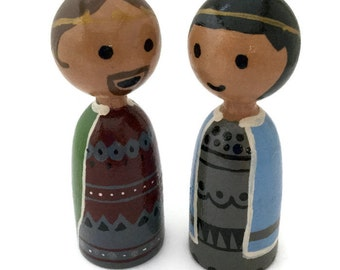 Wooden Finger Puppets - King and Queen - Medium Skin Tone - Peg Doll Puppets - Wood Finger Puppets