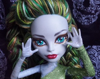 Monster High Mummy yarn reroot clothing and shoes included
