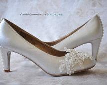 Lace wedding shoes Lace bridal shoes White wedding shoes Low heels wedding shoes Lace shoes with pearl buttons Lace low heels Women's shoes