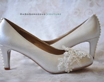 Lace wedding shoes Lace bridal shoes White wedding shoes Low heels wedding shoes Lace shoes with pearl buttons Lace low heels Women's shoes