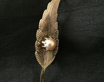 Vintage  Gold Tone Metal White Faux Pearl Autumn Leaf Brooch