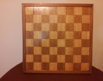 Is a pleasure to slip the chess pieces on a Board of wood CURIOSIDADESDEOLIVO