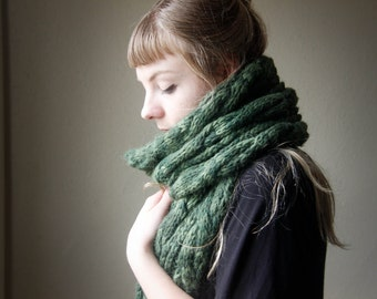 ERIN // Large Cable Knit Scarf