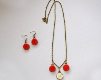 Set earrings and necklace pendant felt and old bronze metal chain handmade red and white